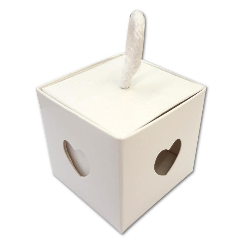 Boîte cube blanche coeur